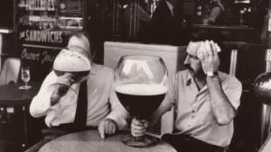 hommes-biere-choppe-geante-620x350